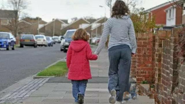 单亲家庭如何养育出心